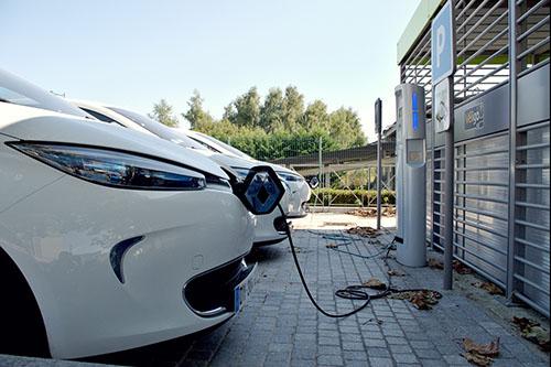 La voiture électrique : une deuxième voiture ? Pas si sûr...